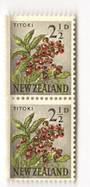 NEW ZEALAND 1960 Pictorial 2½d Titoki. Major printing flaw top left. Joined pair. - 3526 - UHM